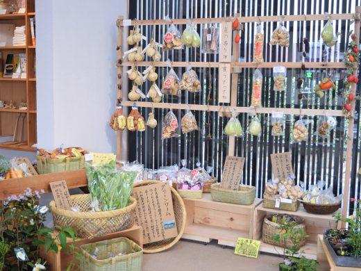 竈のグローサリーに並ぶ、厳選した奈良土産